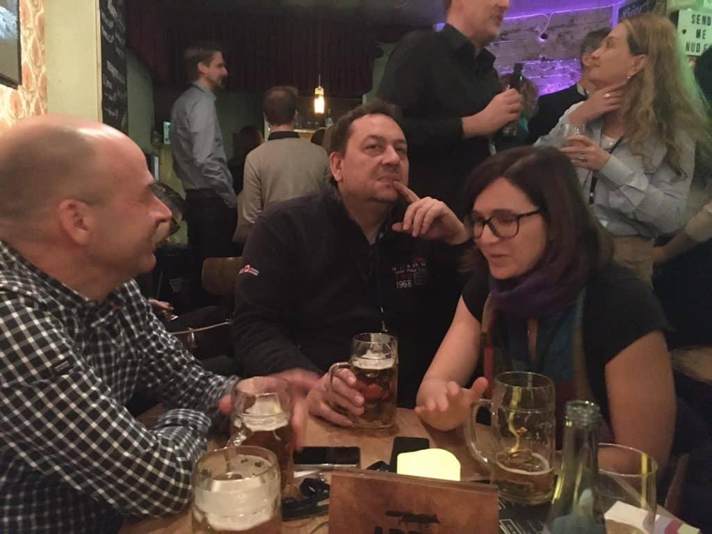 Bild eines Mitarbeiterabends in einer Bar