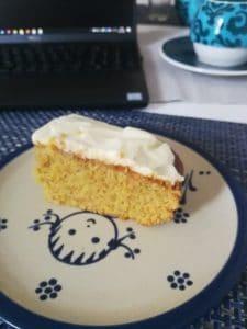 Kuchen einer Mitarbeiterin im Homeoffice