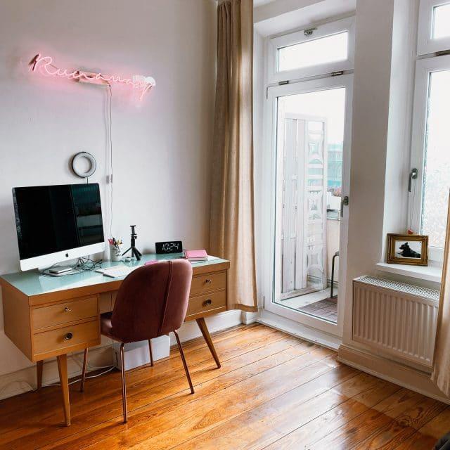 Schreibtisch in einer Altbauwohnung
