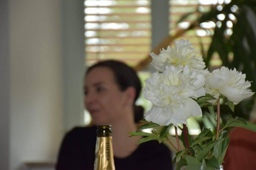 Mitarbeiterin von infas quo bei der Geburtstagsfeier der Firma